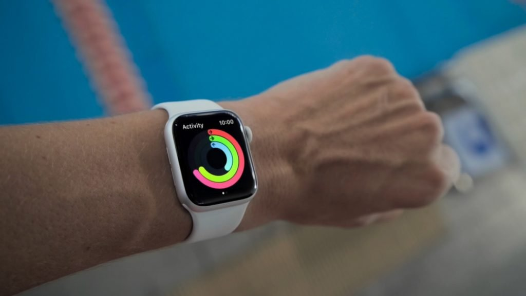 Apple Watch vs Moto Smart Features