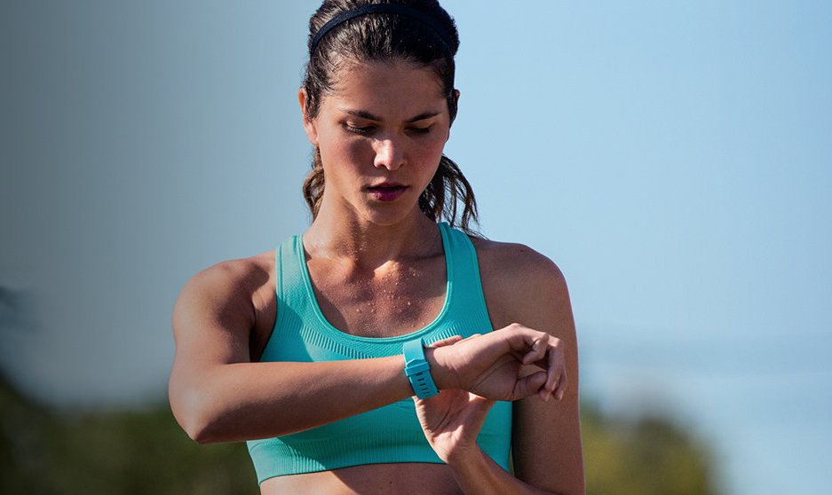Fitbit Charge 2 vs Apple Activity Tracking