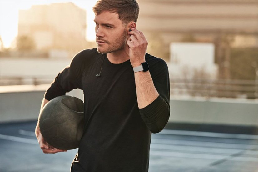Fitbit Charge 4 vs Versa 2 Fitness Tracker Smart Features