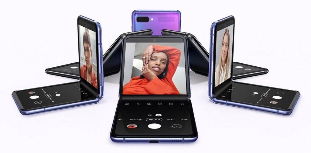 Galaxy Z Flip vs iPhone 11 Pro Max Display