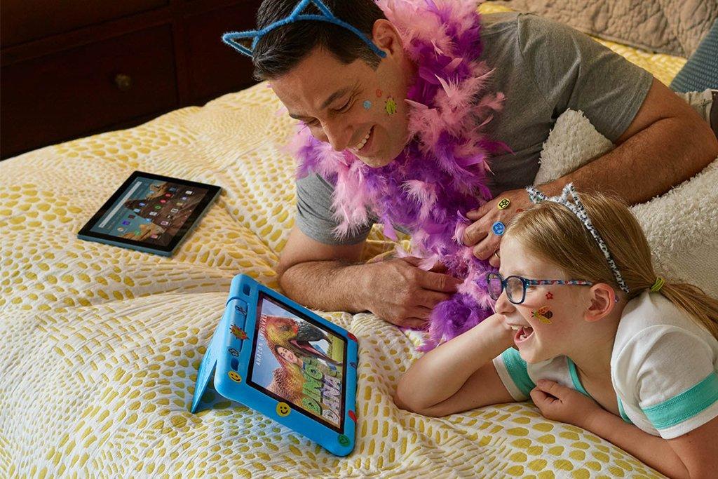 iPad vs Kindle Fire HD 10 (iPad 7th Gen) Battery and Accessories