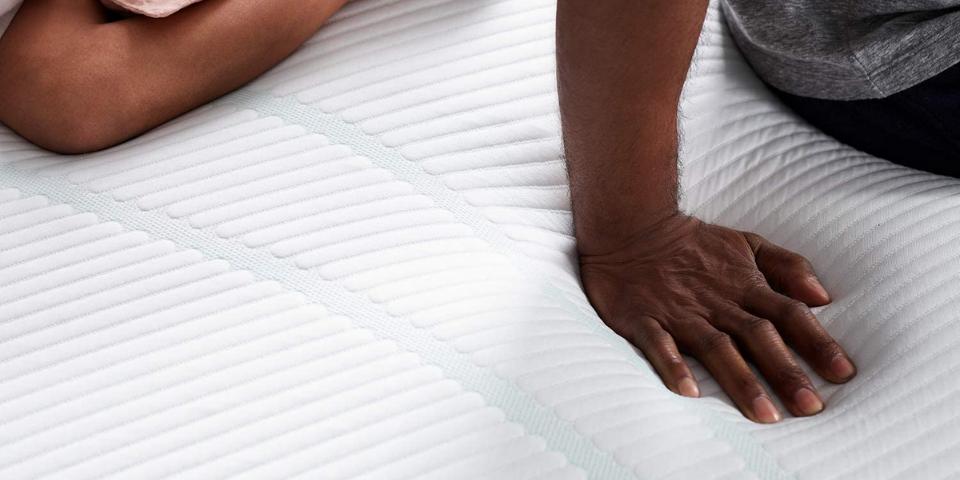 Tempur-Pedic Medium vs Medium Hybrid Comfort